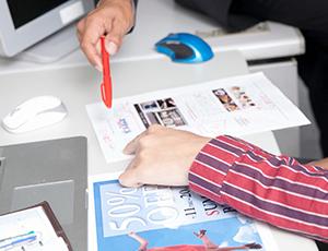 デザインの制作と審査