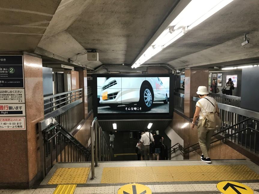 阪急デジタルサイネージ 京都からすまツーサイドビジョン